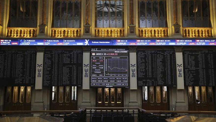 El IBEX 35 consolida los 8.700 puntos al subir el 0,74 % en la apertura