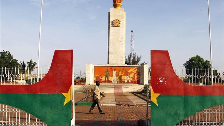 El diplomático Kafando elegido presidente de la transición en Burkina Faso