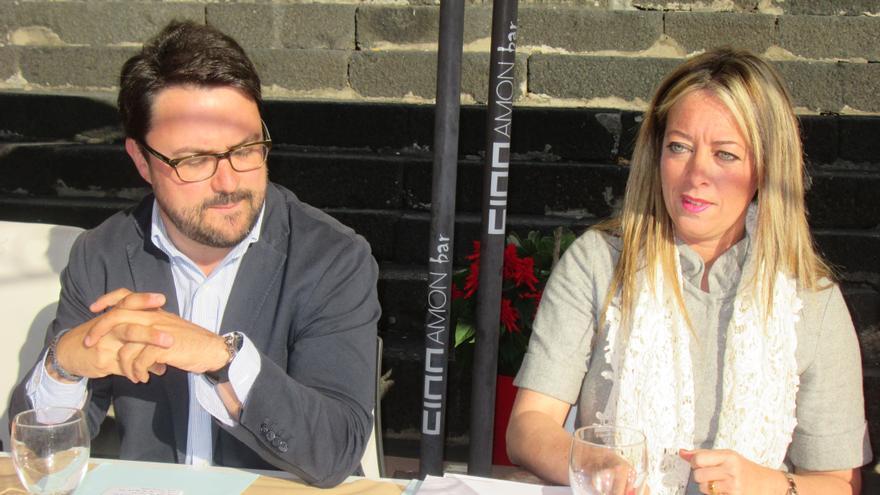 Aiser Antona y María de Haro, este miércoles en el desayuno de trabajo. Foto: LUZ RODRÍGUEZ