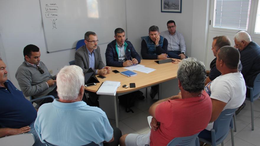 Reunión de Narvay Quintero con pescadores profesionales en Fuerteventura