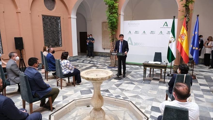 El vicepresidente de la Junta de Andalucía, Juan Marín, en la firma de convenios del PFEA con las diputaciones provinciales.
