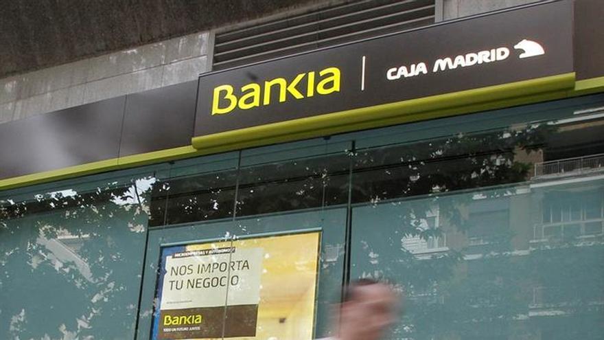 El Gobierno estudia una posible fusión de Bankia y BMN