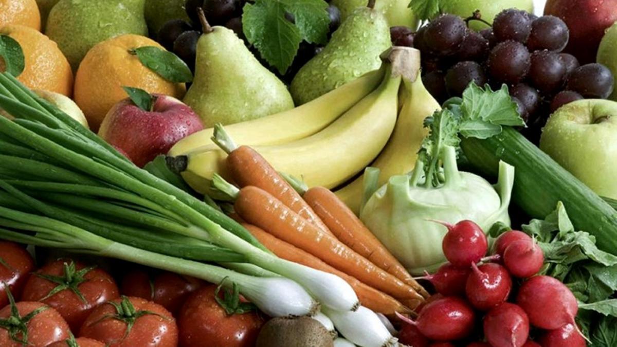 Los argentinos comen menos frutas y verduras y más ultraprocesados