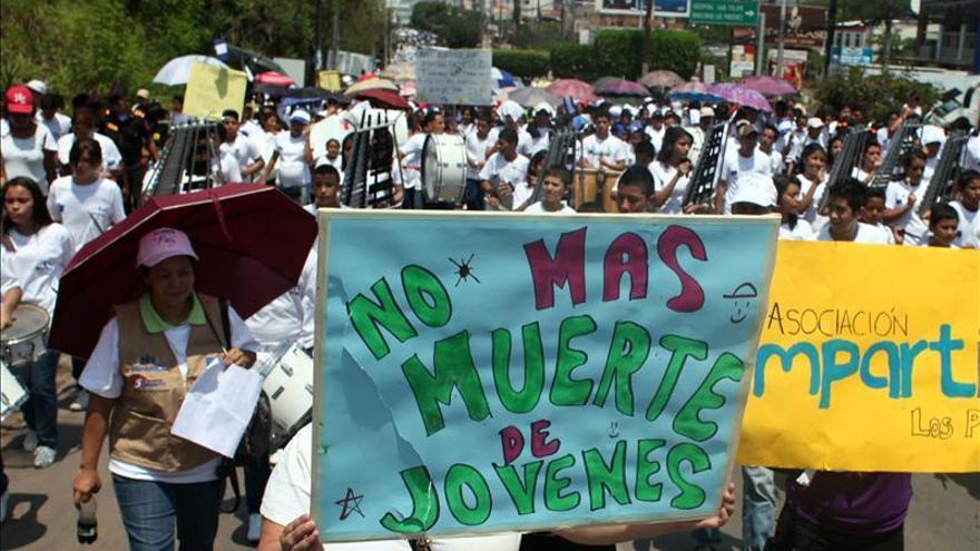Los hondureños marchan para exigir el cese de la violencia y contra el acoso escolar