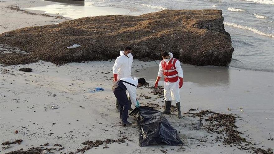La Media Luna Roja libia recupera 38 cadáveres de inmigrantes en el Mediterráneo