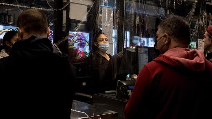 Un 41 % de hogares latinos en Nueva York han perdido empleos por COVID-19