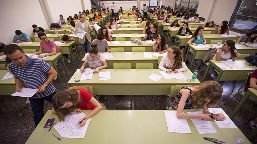 Periodista, no sirves para dar clases de Lengua pero sí para Economía o Geografía