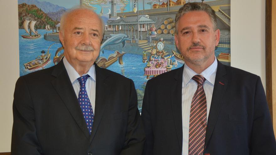 Ricardo Melchior y Luis Santana (izquierda), presidente y nuevo director de la Autoridad Portuaria tinerfeña