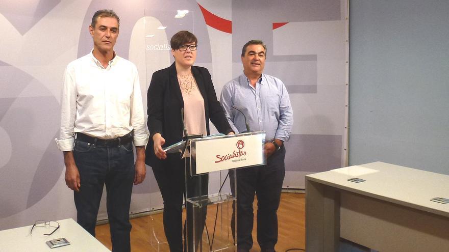 Ángel Lozano, secretario general del PSOE en Ceutí, junto a Presen López y Jesús Navarro