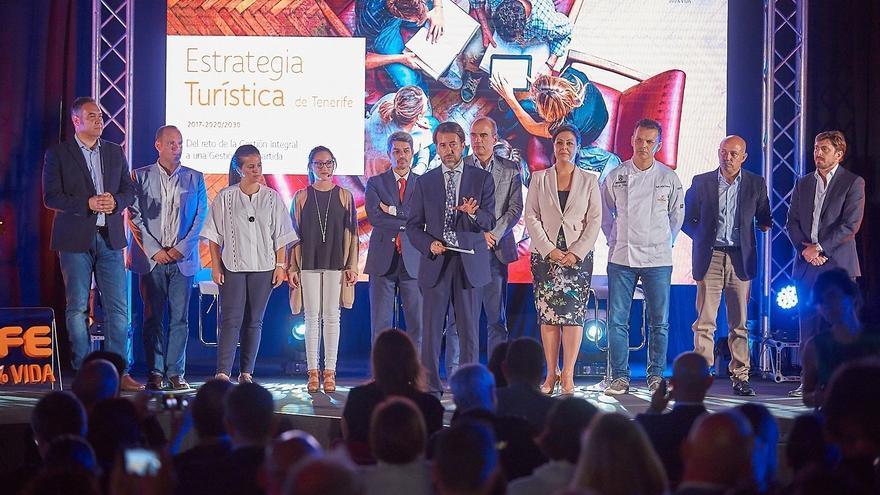 Participantes en el acto convocado en Puerto de la Cruz este viernes