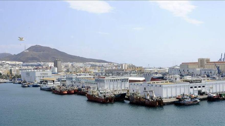 Repsol selecciona dos empresas canarias para los servicios logísticos