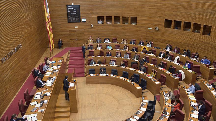Un momento del pleno de las Corts Valencianes