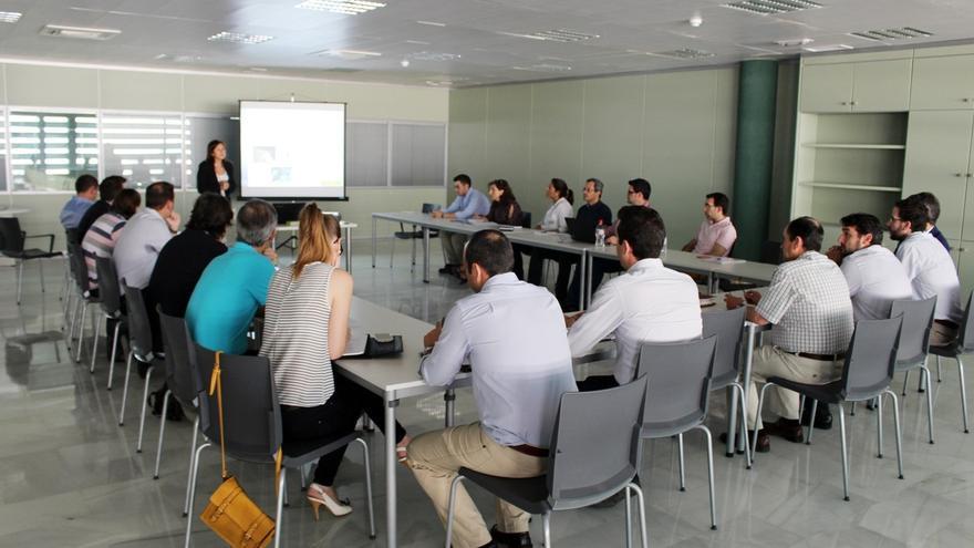 Una treintena de empresarios se informa en Andaltec sobre incentivos a proyectos de I+D+i