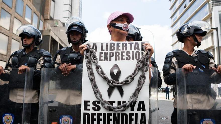 Detienen a tres periodistas extranjeros en Venezuela, según un sindicato de prensa