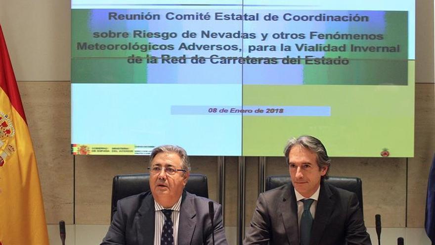El PSOE denuncia que Zoido y de la Serna intentan posponer sus comparecencias