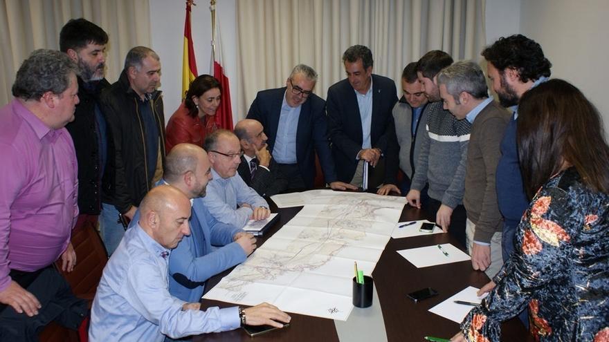 El PRC inicia la redacción del documento de estudio sobre la conexión ferroviaria Santander-Bilbao