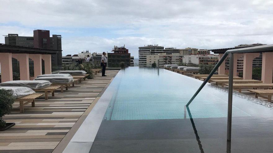 Zona 'chill out' en la última planta del hotel Santa Catalina de Las Palmas de Gran Canaria.