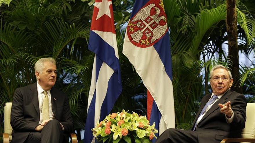 El presidente serbio se reunió con Fidel Castro antes de concluir su visita a Cuba