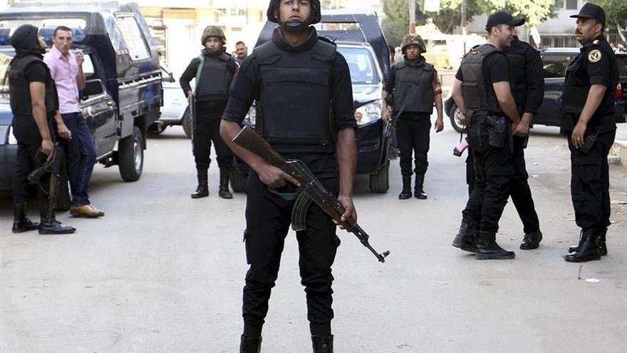 Mueren 2 policías egipcios por disparos en el norte del Sinaí