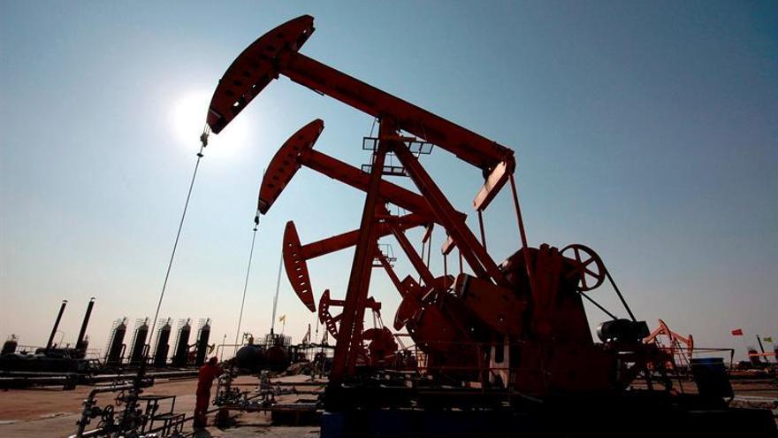 El petróleo de Texas abre con un descenso del 0,55 % hasta 53,31 dólares