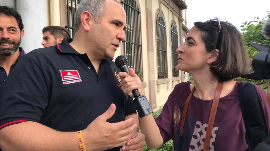 María Iglesias entrevistando a Manuel Blanco durante el juicio de 2018