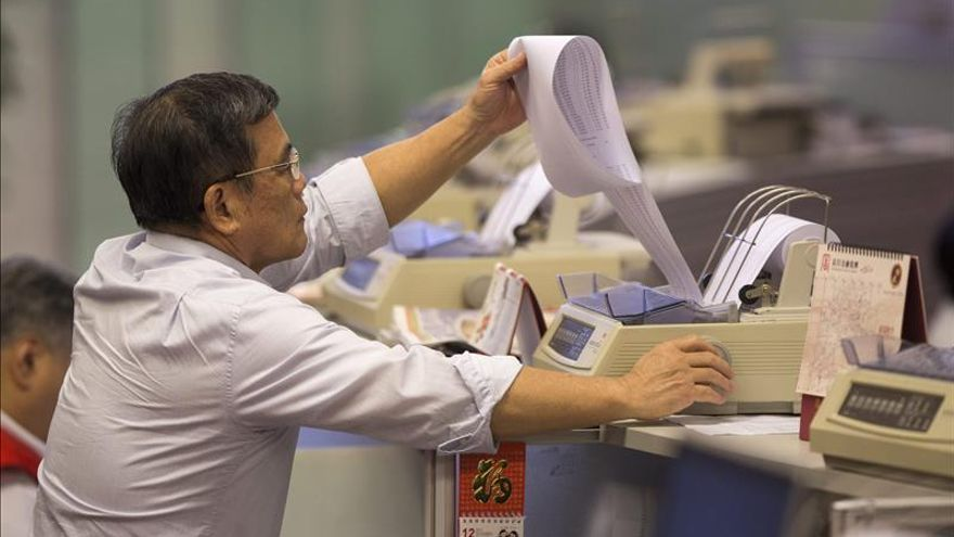 El Hang Seng sube un 0,99 % a media sesión