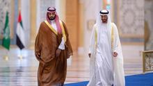 El príncipe heredero de Arabia Saudí, Mohamed bin Salmán, se reúne el pasado noviembre con el príncipe heredero de Abu Dabi, Mohamed bin Zayed.