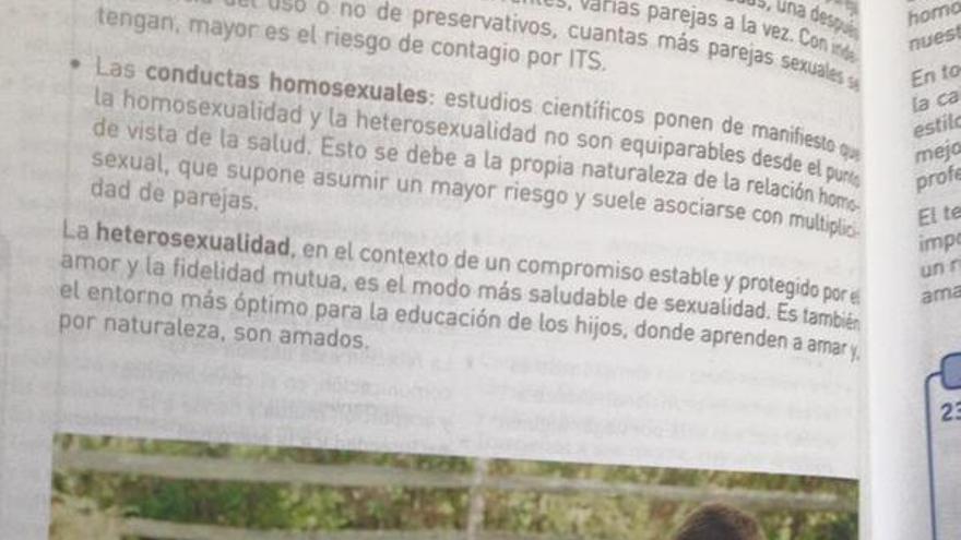 Apuntes homófobos de 3º de la ESO / Twitter @DR_roldi