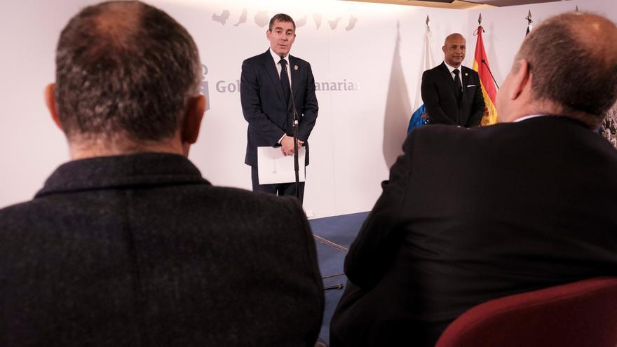 Fernando Clavijo junto al presidente de la Colectividad francesa de Ultramar de San Martín, Daniel Gibbs