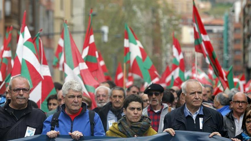 Miles de personas respaldan la marcha en Bilbao convocada por expresos de ETA
