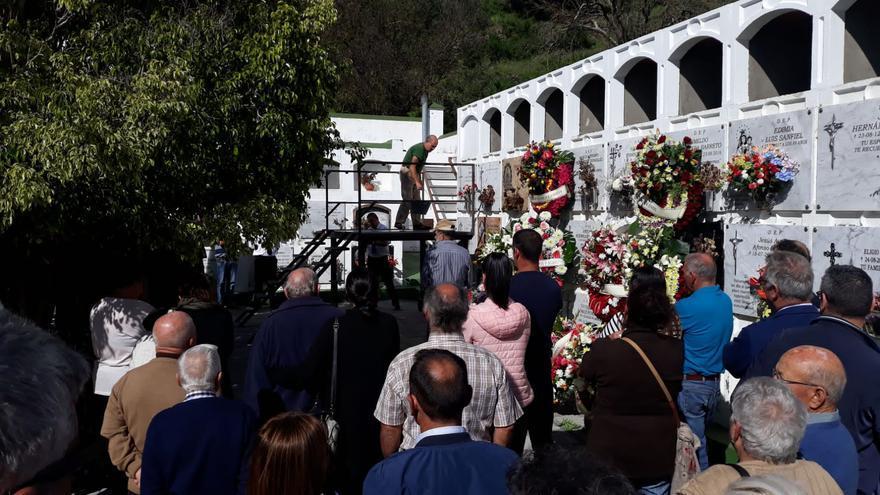 Funeral en el cementerio de Tigalate.