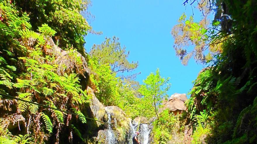 'Canyoning' en una de las cascadas de la isla