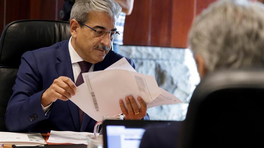 El consejero de Hacienda, Presupuestos y Asuntos Europeos del Gobierno de Canarias, Román Rodríguez. EFE/Ramón de la Rocha