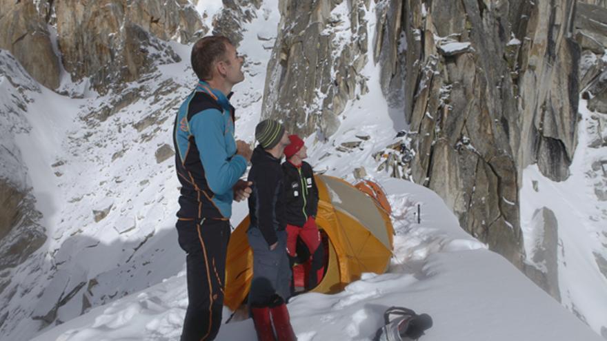 Alberto Iñurrategi, Juan Vallejo y Mikel Zabalza en el Campo 1 del Paiju Peak.