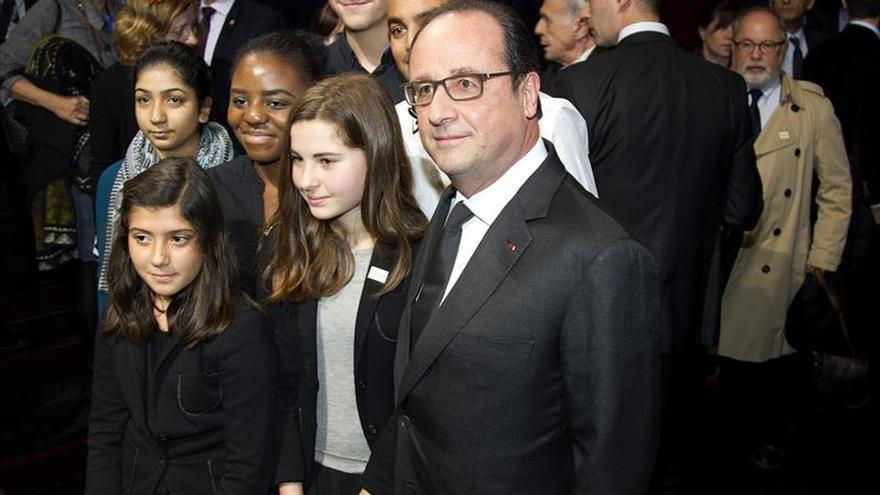 Hollande condena las agresiones contra un judío y una mujer con velo islámico