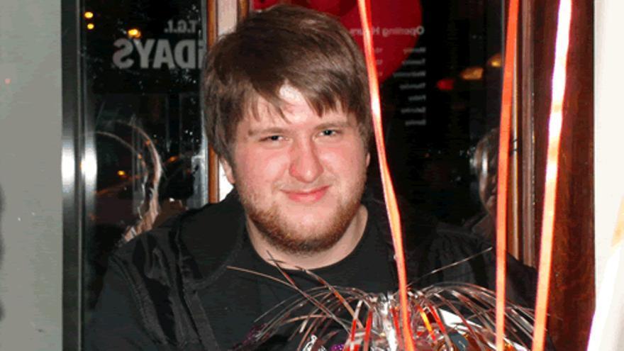Chris Staniforth, un joven de Reino Unido, murió a causa de una trombosis venosa profunda tras una sesión de Xbox de más de 12 horas seguidas.