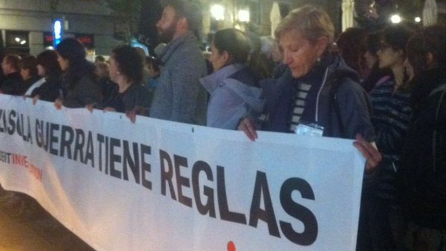 Concentración en Madrid un mes después del ataque de EEUU a un hospital de MSF en Afganistán. / G. S.
