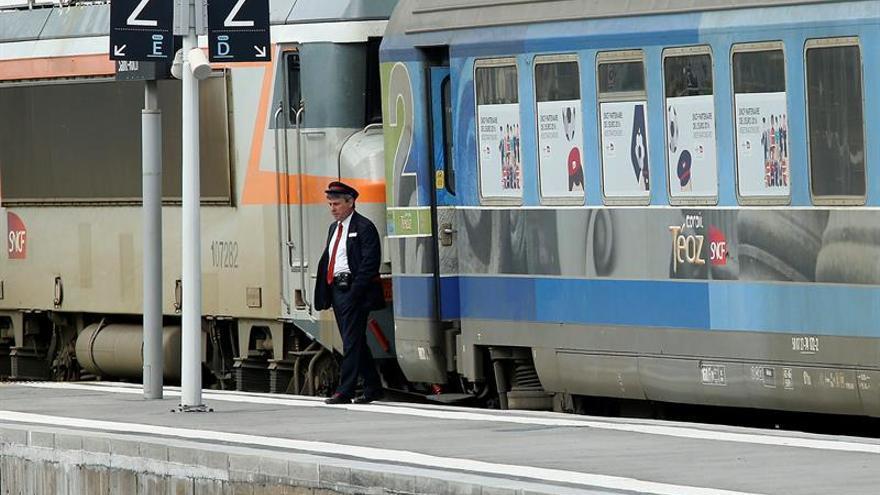 Francia suspenderá varios de sus trenes nocturnos, incluido el París-Hendaya