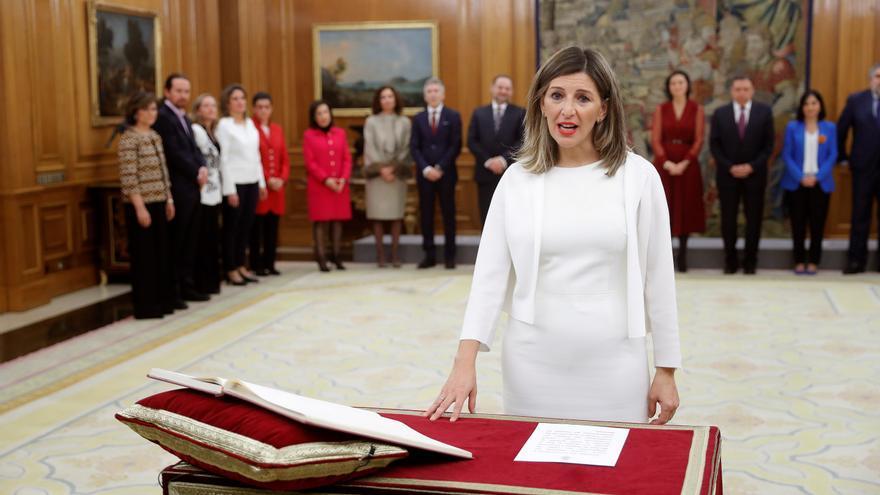 La nueva ministra de Trabajo, Yolanda Díaz, promete su cargo ante el Rey Felipe VI