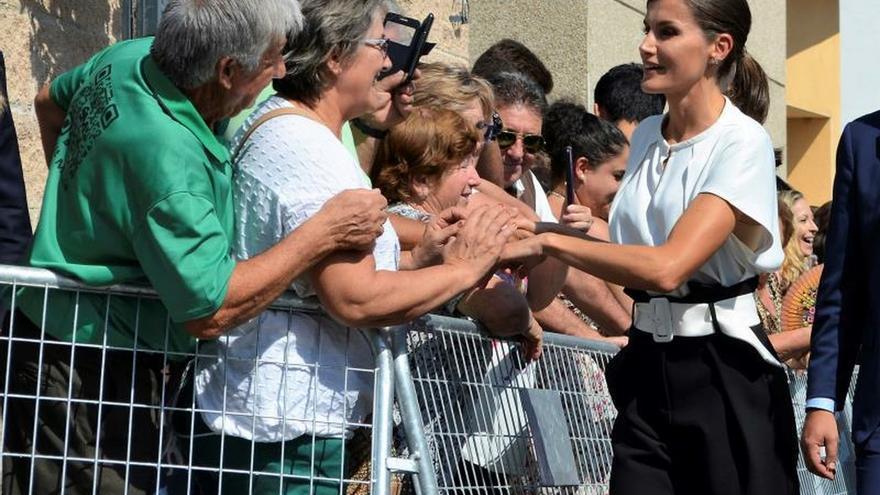 La reina abre el curso escolar entre felicitaciones por su cumpleaños