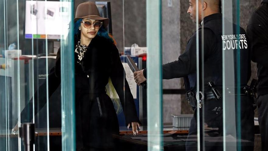 Un juez prohíbe a la rapera Cardi B acercarse a las camareras que supuestamente agredió
