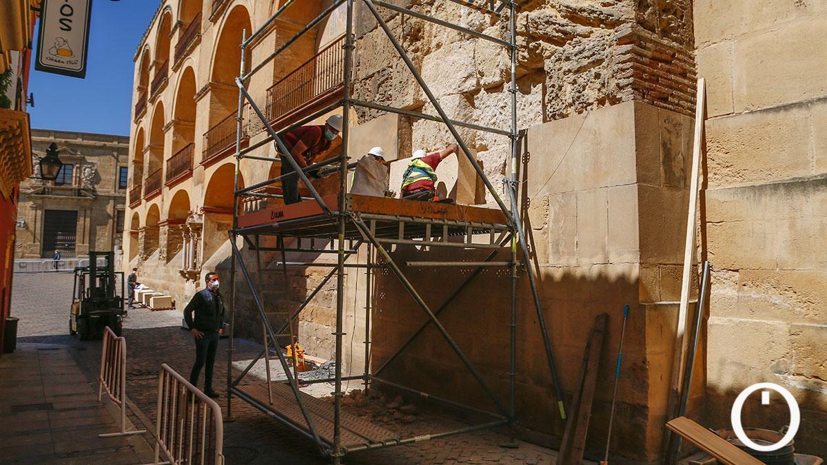 Obras en un lateral de la Mezquita Catedral