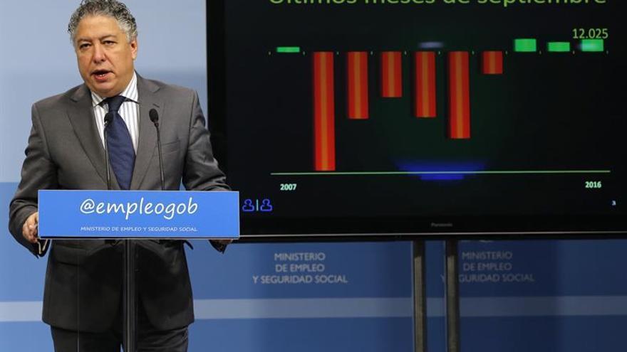 Burgos dice que el 26 % de las pensiones recibe un complemento vía impuestos