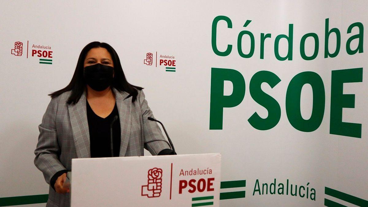 La vicesecretaria general de Política Municipal del PSOE de Córdoba, Lola Amo, en la sede de su partido.