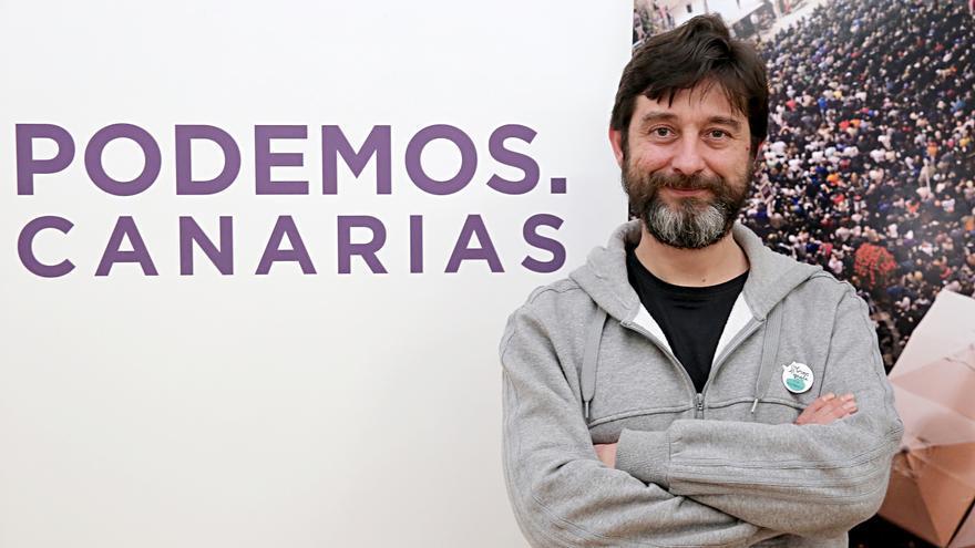 Rafa Mayoral, diputado de Podemos, en la sede de la formación morada en Las Palmas de Gran Canaria.