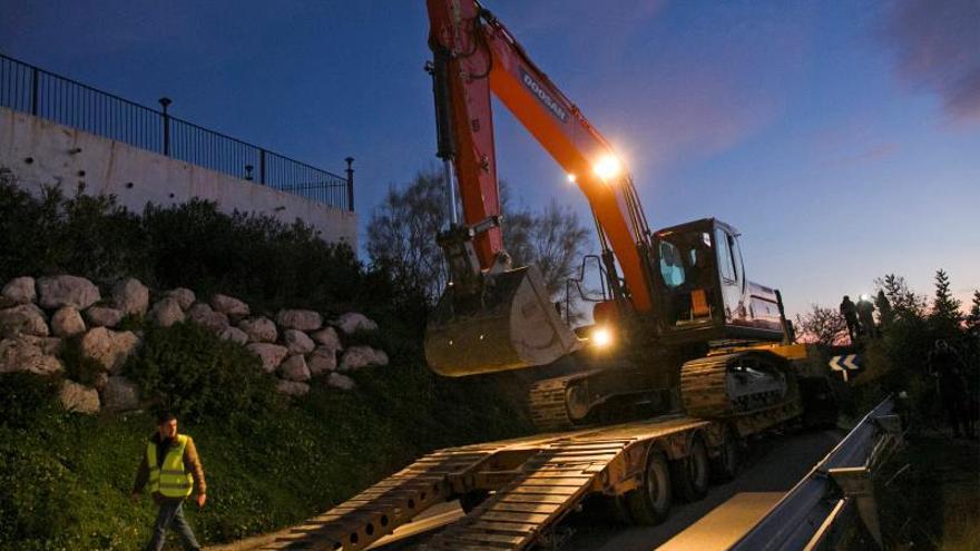 Continúan la búsqueda de Julen en Totalán, con nueva maquinaria pesada