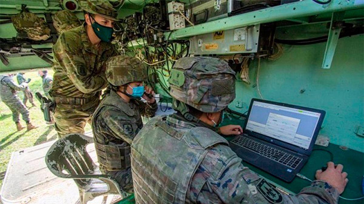 Alumnos de 5º curso de la Escala de Oficiales de Artillería se han adiestrado con el Grupo de Artillería de Campaña X en Cerro Muriano.