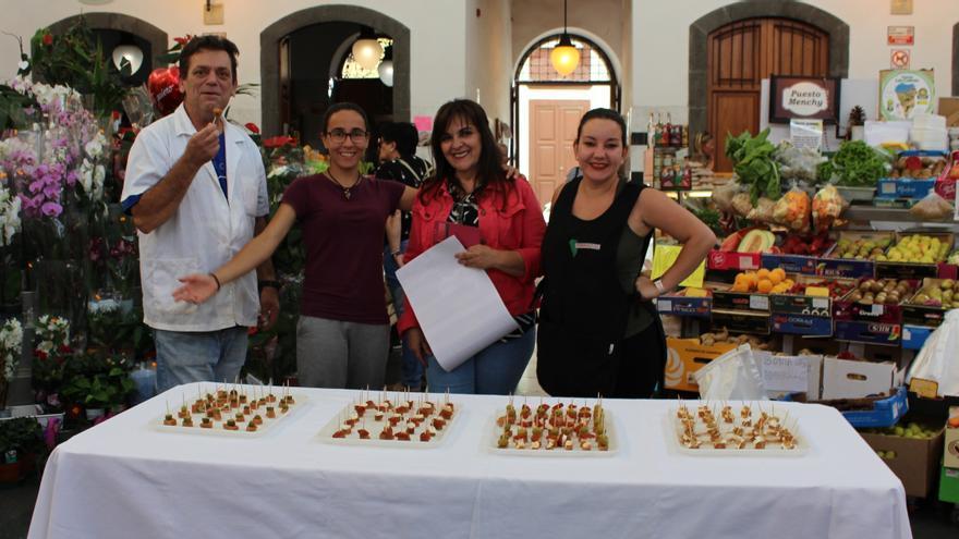 Comerciantes de La Recova prueban las tapas con ñame.
