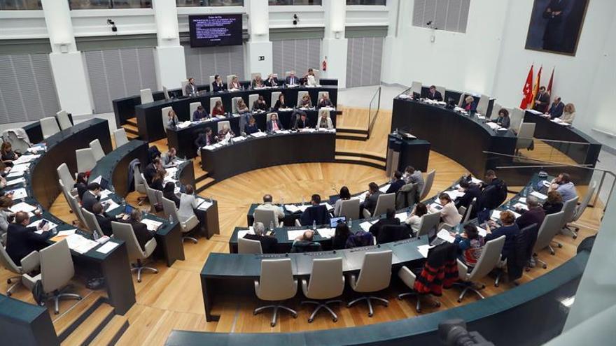 ESPAÑA El Pleno de Madrid pide a Rajoy que permita invertir antes el superávit