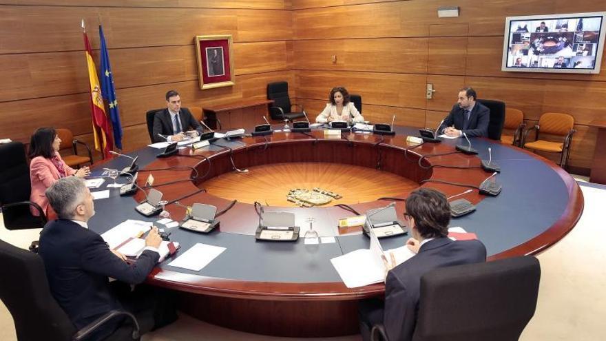 El Gobierno aprueba este domingo suspender las actividades no esenciales